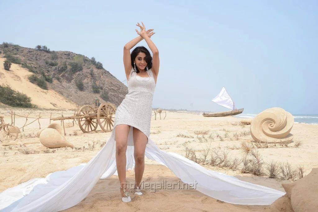நடிகை ரெஜினா கசாண்ட்ரா கவர்ச்சி புகைப்பட தொகுப்பு!